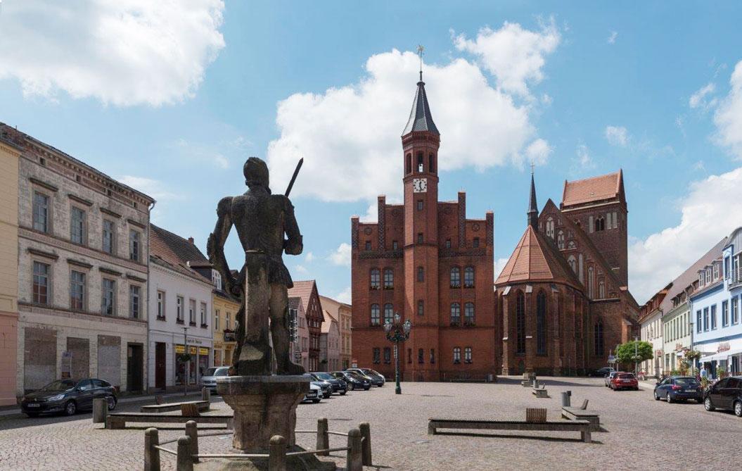 Perleberg Markt, Rathaus, Roland