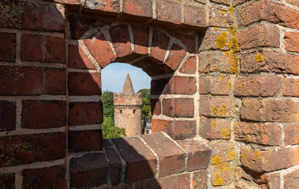 Pulverturm und Stadtmauer