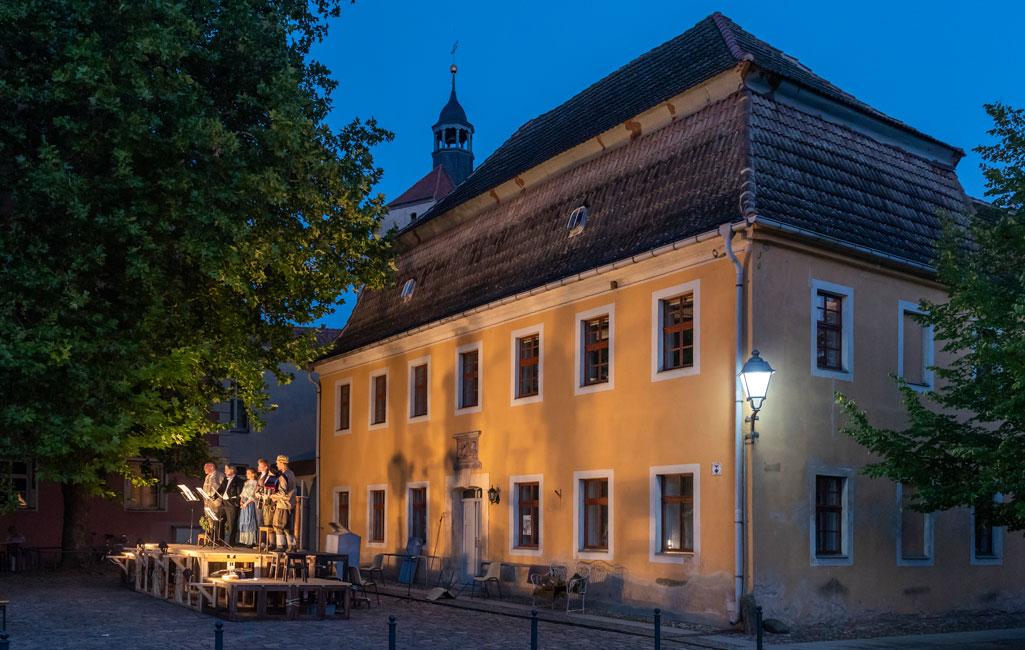 Gasthof Goldener Löwe, Neustädter Markt 2