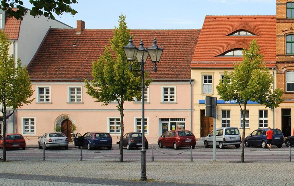 Ältestes Bürgerhaus, Markt 4, mit Sitznischenportal